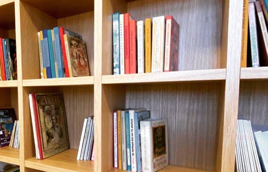 Βιβλία, αρχεία και χειρόγραφα της Κοινότητας και του σχολείου της Βαμβακούς!